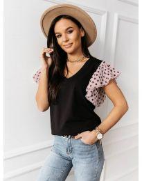 Черна тениска с розови ефектни ръкави - код 420