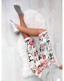 Къс панталон с атрактивен принт в бяло - код 180