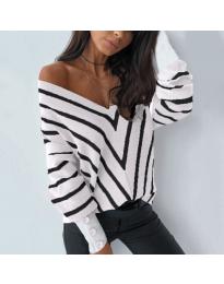 Свободна дамска блуза с отворено деколте в бяло - код 1070