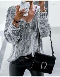 Пуловер в светло сиво с бод деколте - код 967
