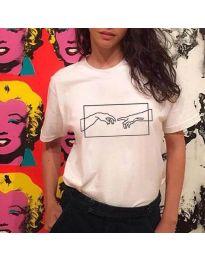 Бяла дамска тениска с щампа ръце - код 3177