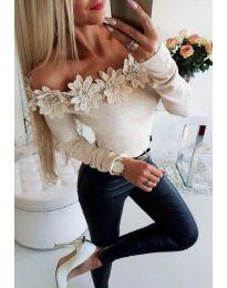 Блуза в бежово с паднало деколте с цветя - код 2882