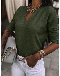 Изчистена дамска блуза в маслено зелено - код 8059
