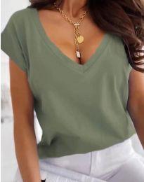 Свободна дамска тениска с остро деколте в масленозелено - код 2389