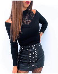 Дамска блуза в черно с ефектно деколте - код 4254