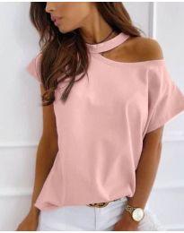 Дамска блуза в розово с голо рамо - код 804