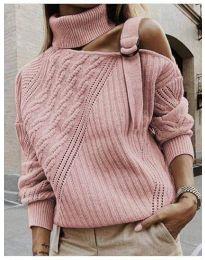 Ефектен пуловер с голо рамо в розово - код 853