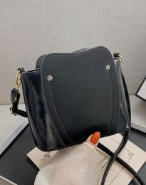 Дамска чанта в черно - код B454