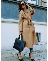 Дълго дамско палто с колан в кафяво - код 9099