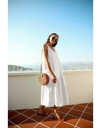 Свободна изчистена рокля в бяло - код 8810