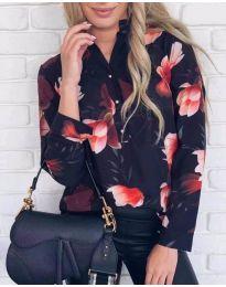 Дамска риза в черен цвят с десен на свежи цветя - код 880
