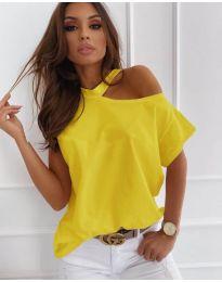 Дамска блуза в жълто с голо рамо - код 804