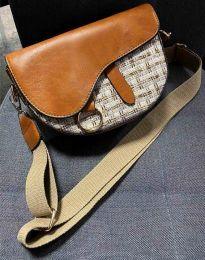 Атрактивна дамска чанта в светлокафяво - код B297