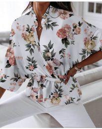 Свободна дамска риза на цветя в бяло - код 244