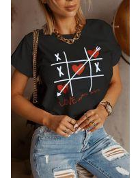 Тениска в черно с моден принт - код 2120