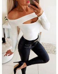 Бяла дамска блуза с цепка при деколтето - код 3571