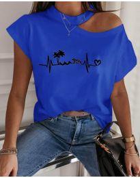 Тениска с голо рамо в син цвят с принт - код 206