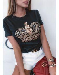Атрактивна дамска тениска с апликация в черно - код 4648