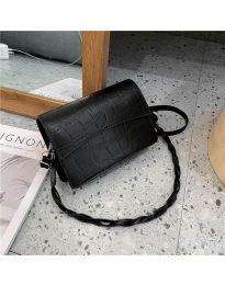 Дамска чанта в черно- код B36/7787