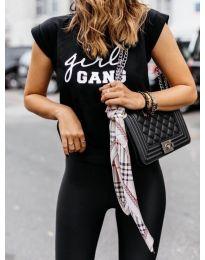 Дамска тениска в черно с бял надпис в предната част - код 918