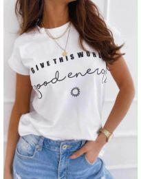 Тениска в бяло с ефектен принт - код 933
