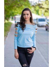 Блуза с паднало деколте  в светло синьо - код 3470