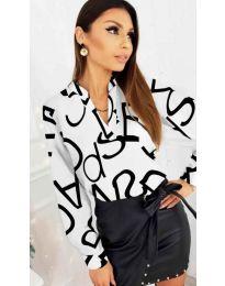 Бяла дамска риза с черни надписи - код 823