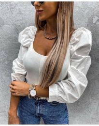 Блуза с ефектни ръкави в бяло - код 4236