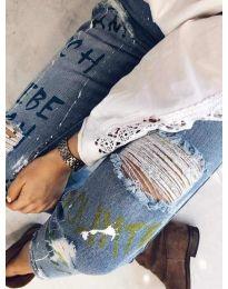 Дамски накъсани дънки с декоративни елементи - код 3427