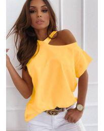 Ефектна дамска тениска с голо рамо в жълто - код 0599