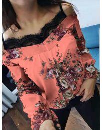 Дамска блуза в цвят праскова с дантела при деколтето - код 796