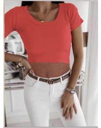 Къса дамска тениска в червено - код 530
