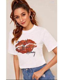 Бяла тениска с целувка - код 914