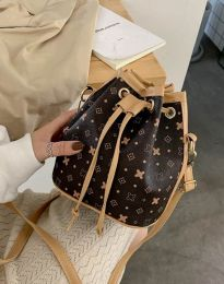 Ефектна дамска чанта в тъмнoкафяво - код B302