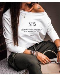 Свободна бяла блуза с надписи - код 466