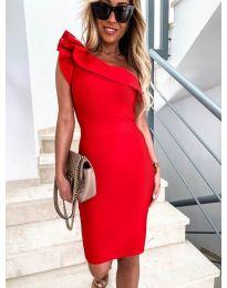 Елегантна рокля в червено с голо рамо - код 710