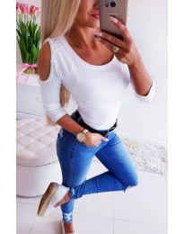 Дамска бяла блуза с голи рамена и перли - код 3272