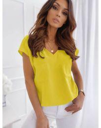 Свободна изчистена тениска в жълт цвят - код 920