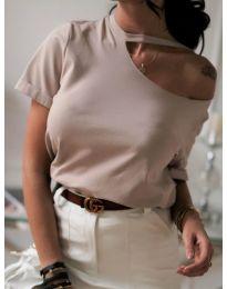 Изчистена дамска тениска в бежово с голо рамо - код 985