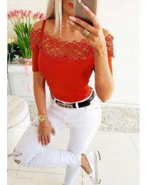 Атрактивна дамска тениска в червено - код 3912