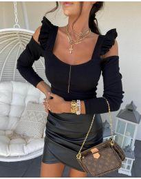 Блуза в черно с ефектни ръкави - код 2380