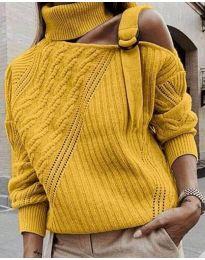 Ефектен пуловер с голо рамо в цвят горчица - код 853