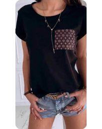 Тениска в черно с интересен джоб - код 256