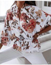 Свободна дамска риза на цветя в бяло - код 127