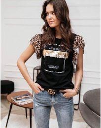 Тениска в черно с принт и къси ръкави с къдрички - код 3671