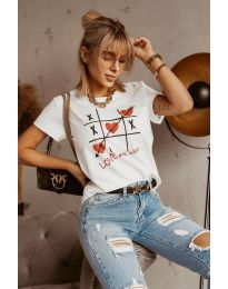 Тениска в бяло с моден принт - код 2120