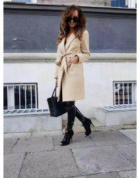 Елегантно дамско палто в бежово - код 7940
