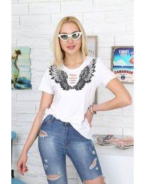 Дамска тениска с крила и ефектни нарязвания в бял цвят - код 3568