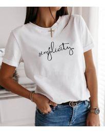 Свободна изчистена дамска тениска с надпис в бял цвят - код 3661