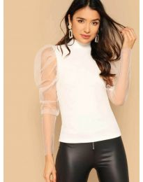 Блуза в бяло по тялото с бухнали тюлени ръкави - код 3562